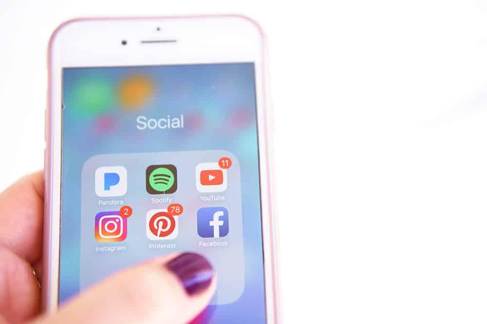 upwego telemóvel e redes sociais
